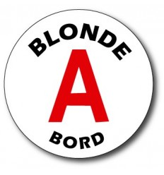 Conducteur blonde A bord